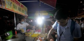 NIGHT MARKET ALIVE. Students from a nearby university flock to the street food section of Roxas night market in Davao City last night. Street food lovers are starting to flock at Roxas night market again more than two months after a deadly blast hit the area. Lean Daval Jr.