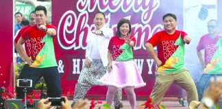 TAKING THE LEAD. Department heads of the city government of Davao led by city administrator Zuleika Lopez (center) perform various dances and songs during their Christmas presentation at Quezon Park yesterday. LEAN DAVAL JR.