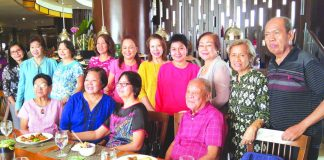 """ALSONS SENIORS. Former employees of ALSONS (Conrado Alcantara & Sons) who have reached their 60 summers and beyond held a reunion over lunch with their former boss, Ms Rosvida Alcantara-Dominguez (sixth from left), at Café Marco of the Marco Polo Hotel Davao last Saturday. Seated from left: Rosita Varquez, Flor P. Dondoy, Helen Lisondra-Tousson and Cesar Diong. Standing from left: Delia """"Baby"""" Rivero-Ancog, Myrna Untal, Luz Louh, Mayen Alivon, Cora Lagunay, Ms Dominguez, Anita Palermo-Lisondra, Flor Cabrera-May, Alma Guiang, and Jorlito S. Ablas. Some members of the group, calling themselves ALSONS SENIORS, are vacationing in Davao City from various parts of the world. Photo by Antonio M. Ajero"""