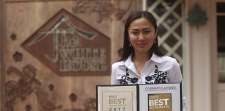 ELITE COMPANY. The White House Fusion Cuisine and Wine Lounge owner Cathy Binag holds the citation given by the Philippine Tatler after the restaurant was awarded among the best restaurants in 2017. The White House Fusion Cuisine and Wine Lounge is the first only restaurant in Davao City and in Mindanao to receive such prestigious award. LEAN DAVAL JR.