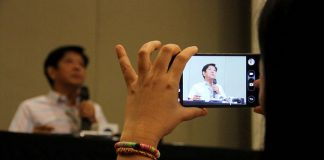 "PERSISTENT. A media practitioner takes a photograph of former Senator Ferdinand ""Bongbong"" Marcos Jr. using her cellular phone during one of the senator's visits in Davao City. The camp of Marcos yesterday claimed that the data found in the SD cards that were retrieved from supposedly unused Vote Counting Machines (VCMs) during the May 2016 polls are proof that fraud had been committed against the senator. LEAN DAVAL JR."