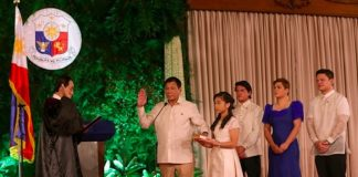 Supreme Court Associate Justice Bienvenido Reyes swears in Rodrigo Roa Duterte as the 16th President of the Philippines on 30 June 2016 with his children beside him – (L to R) Veronica, Sebastian, Sara and Paolo. Malacanang Photo