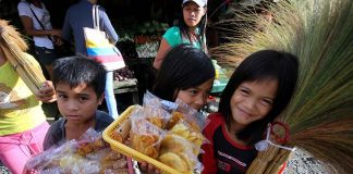 STARTING EM' YOUNG. Young children try to earn money to help their families by selling native brooms and banana chips at the boundary of Davao City and Bukidnon. LEAN DAVAL JR.