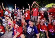 CLENCHED FISTS OF SUPPORT. Dabawenyos flash clenched fists to show their support to President Rodrigo Duterte during Saturday evening's freedom rally at Rizal Park in Davao City. LEAN DAVAL JR