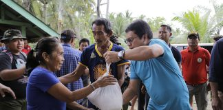 RELIEF ASSISTANCE. Mayor Allan Rellon led the distribution of relief packs in the flooded barangays of Tagum City. In Brgy. Pagsabangan alone, four truckloads of relief packs were distributed to 1,780 families affected by the recent calamity. (Leo Timogan/CIO Tagum)