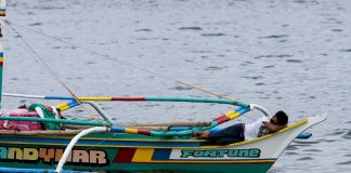 IN DREAMLAND. A fisherman takes an afternoon nap at the edge of his boat at Sta. Ana Port in Davao City on Saturday. LEAN DAVAL JR.