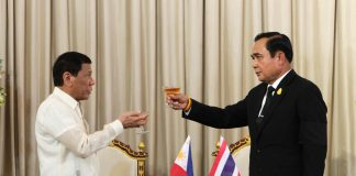TOAST TO FRIENDSHIP. President Rodrigo Roa Duterte and Thailand Prime Minister General Prayuth Chan-o-chan hold a toast for the decades-long friendship between the two countries following the signing ceremony at the Thai Koo Fah Building in Bangkok, Thailand on March 21, 2017. ROBINSON NIÑAL JR./Presidential Photo