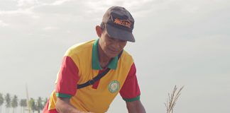 SUPPORT TO FARMERS. Ronnie Sudio tends to his four-hectare rice farm in Barangay Maligaya in Lambayong, Sultan Kudarat, which has benefitted from a concreted farm-to-market road (FMR) funded under DA's Philippine Rural Development Project (PRDP). The FMR, one of the four road concreting projects completed last year, has helped eased farmers from paying hauling costs in transporting their produce. A portion of one of the FMRs is shown here. (Photo by Gian Enrique)