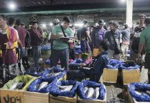 Few of the busy men of Tagum's local market were also among the violators apprehended by the city's Anti-Smoking Task Force during their citywide inspection, one of which is a fish vendor who caught smoking while vending his catch of the day. CIO Tagum