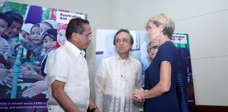 AUSTRALIAN DIGNITARIES. Office of the Presidential Adviser on the Peace Process (OPAPP) secretary Jesus Dureza (leftmost) and National Economic and Development Authority (NEDA) secretary Ernesto Pernia (2nd from left) exchange pleasantries with Australian Foreign Affairs Minister Julie Bishop (2nd from right) and Australian Ambassador to the Philippines Amanda Gorely at the Marco Polo Hotel in Davao City on Friday during the launching of the A$90-M Education Pathways Program for Mindanao that will be funded by the Australian government. LEAN DAVAL JR