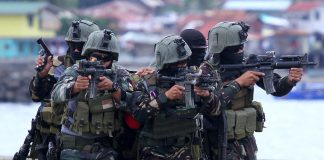 REHEARSAL. Members of the Joint Task Force Haribon rescue and secure a 'kidnap victim' during a counter terrorism simulation exercises to demonstrate the government enforcement agency's capability at Sta. Ana Port in Davao City on Wednesday. LEAN DAVAL JR.