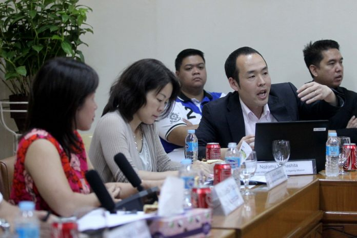 FOOL-PROOF. City administrator Zuleika Lopez (leftmost) listens to the presentation of Nozomu Yamashita of Japan International Cooperation Agency on the master plan and feasibility study for flood mitigation of Davao River held at City Hall on Thursday morning. LEAN DAVAL JR.