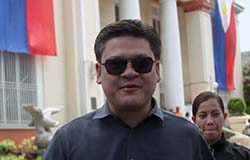 UNFAZED. Davao City Vice Mayor Paolo Duterte smiles to reporters in this undated photo. Duterte laughed off the latest testimony of self-confessed Davao Death Squad member retired police officer SPO3 Arturo Lascañas in yesterday's Senate hearing involving him in criminal activities. LEAN DAVAL JR.
