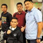 TEAM DUNO. Romero Duno (seated) with (from left) trainer Rodel Mayol, Sanman Promotions CEO Jim Claude Manangquil and CFO Dexter Tan. (Photo by RAMON FALGUI)