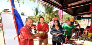 A GESTURE OF FRIENDSHIP. Glan Mayor Victor James B. Yap Sr. offers Consul General of the Republic of Indonesia Berlian Napitupulu a buko juice as his gesture of welcoming him to the 7th Mahin Festival last April 21. Indonesians count among the town's earliest inhabitants, principally on the coast in Pagang, Barangay Baliton. With them is the mayor's wife, Dr. Candelaria Yap. (Jake Narte/ SARANGANI INFORMATION OFFICE)