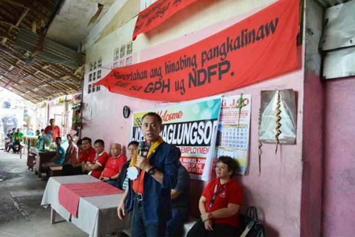 DOLE Undersecretary Joel B. Maglungsod gives a message before the inmates. (LRO/DOLEXI-DNFO)