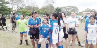 Coach Reynayn Ravanes (second from left) with her Ateneo de Davao players.