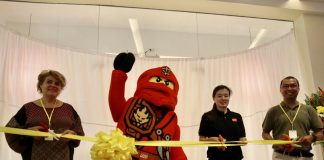 FOR POSTERITY. Sharlene Ortiga (2nd from right), retail manager of laj Philippines, Unicef representative Lotta Sylwander (left), Accendo Commercial Corp. general manager Louie Escano (right) and Lego mascot Ninjago lead the ceremonial cutting of the ribbon during the opening of LEGO certified store at Abreeza Mall in Davao City on Saturday. LEAN DAVAL JR