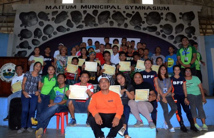 RESCUE VOLUNTEERS GRADUATE. Rescue volunteers in Maitum, Sarangani completed the three-day training on Basic Emergency Response. The training produced 29 volunteer-rescuers from different barangays in Maitum to prevent further casualties and damages from disasters and educate people about the importance of preparedness during calamities. (John James I. Doctor/MAITUM INFORMATION OFFICE)