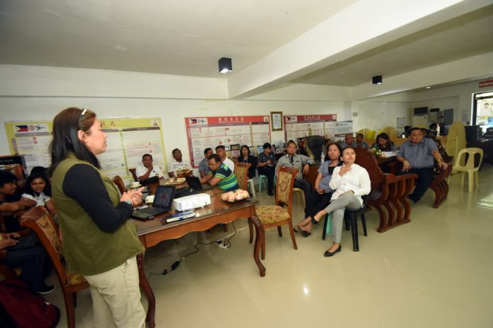 SULONG SARANGANI. Imelda Senobago, program director of Sulong Sarangani program, updates the local officials of Malungon town on the implementation of the flagship program of Governor Steve Chiongbian Solon. The briefing aims to enlighten stakeholders, improve the service delivery and present the project milestone for year 2017 of Sulong Sarangani program. (Jake Narte/SARANGANI INFORMATION OFFICE)