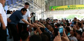 President Rodrigo Roa Duterte interacts with the attendees of the Grand Harvest Festival of SL Agritech Corporation at the Nagkakaisang Magsasaka Agricultural Primary Multipurpose Cooperative (NMAPMPC) Compound in Talavera, Nueva Ecija on April 5, 2017. KING RODRIGUEZ/Presidential Photo