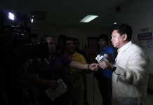 HELP FOR BOMBING VICTIMS. Councilor Danilo Dayanghirang interacts with the press during a break from a regular session at Sangguniang Panlungsod in Davao City on Tuesday. Dayanghirang announced that additional budget totaling P8.9 million for livelihood programs and medical assistance will be given to the victims of Roxas night market bombing. LEAN DAVAL JR.