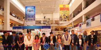 OPEN FOR BUSINESS. Philippine Franchise Association president Dr. Alan Escalona, Councilor Danilo Dayanghirang and other dignitaries lead the cutting of the ribbon to officially open the three-day Franchising Negosyo Para sa Davao at the activity center of Abreeza Mall on Friday afternoon. LEAN DAVAL JR.