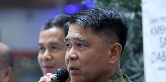 ADVISORY COUNCIL EYED. Eastern Mindanao Command (EastMinCom) commander Lieutenant General Rey Leonardo Guerrero (right) discusses matters pertaining to martial law and bares the plan to create a martial law advisory council which will be composed of multi-sectoral groups. Guerrero, together with Public Safety and Security Command Center (PSSCC) head Benito De Leon, graced the Kapehan sa Dabaw at SM City Davao on Monday.