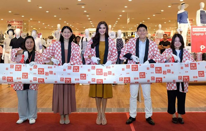 The first Uniqlo store in Mindanao opened in SM Lanang Premier in Davao City on Friday with Miss Universe 2015 Pia Wurtzbach as guest of honor. Joining Wurtzbach during the ribbon cutting are (L-R) Uniqlo store manager Rose Velardo, Fast Retailing Philippines general manager Geri Sia, Fast Retailing Philippines chief operating officer Katsumi Kubota, and Uniqlo area manager Binna Kim. The Japanese retail brand is also set to open two other stores in Mindanao this June 30: in SM City Davao and in SM CDO Downtown Premier. (PR)