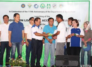 Agriculture Secretary Emmanuel Piñol leads the distribution of Juan Magsasaka at Mangingisda Identification Cards to the farmers in Malimono, Surigao del Norte as the first beneficiaries of the Production Loan Easy Access Program of the Department of Agriculture implemented under the Agricultural Credit and Policy Council (ACPC).