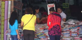 THE CHEAPER THEY COME. Bargain hunters gather in front of a store offering big discounts on its shoes and bags along R. Magsaysay Avenue in Davao City on Monday. LEAN DAVAL JR.