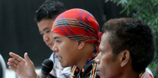 UNRESOLVED. PASAKA secretary general Jong Monzon (center), together with Association of Community Educators spokesperson Ricky Balilid (left) and Salugpongan Lumad Organization council member Kailo Bontulan, calls for a halt to the alleged harassments by military and paramilitary group called Alamara against teachers and administrators of Lumad schools in Talaingod, Davao del Norte, during Kapehan saDabaw at the Annex of SM City Davao on Monday. LEAN DAVAL JR.
