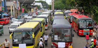 ON STAND-BY. Passenger buses commissioned by the city government of Davao are stationed along San Pedro Street in Davao City on Thursday to accommodate stranded commuters as Transmission- Piston Southern Mindanao staged a transport strike. Only 20 percent of the total number of public utility jeepneys (PUJs) and taxis joined the transport strike according to the City Transport and Traffic Management Office (CTTMO), Land Transportation Franchising and Regulatory Board (LTFRB) 11 and Land Transportation Office (LTO) 11. LEAN DAVAL JR.