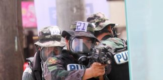 KEEPING IN SHAPE. Police officers from the Davao City Police Office (DCPO) in full battle gear simulate an urban assault along Rizal Street in Davao City as part of the 15-day Special Weapons and Tactics training under the Davao City Police Office on Tuesday. LEAN DAVAL JR.