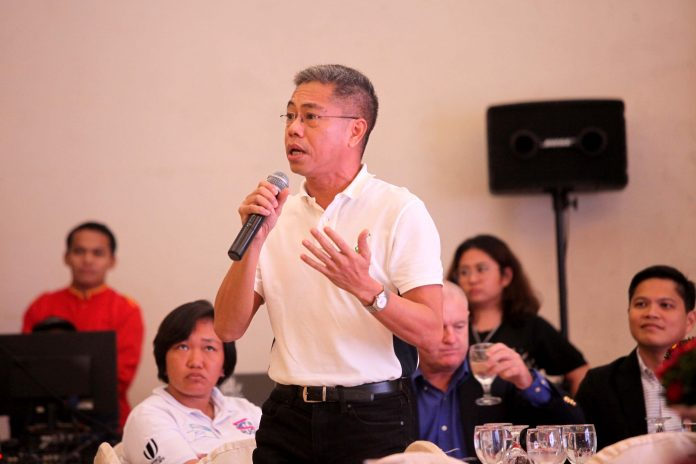COMPLIMENTARY. Visit Davao Fun Sale (VDFS) Execom chairman Benjie Lizada answers queries on how sports activities and events compliment the tourism industry in the region during this year's Sports Tourism forum held at Grand Men Seng Hotel in Davao City on Tuesday. LEAN DAVAL JR.