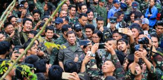 BOOSTER. President Duterte visits the Tactical Command Post of the Joint Special Operations Task Force Trident at Barangay Kilala in Marawi City on Fridayafternoon to boost the morale of the soldiers. PRESIDENTIAL PHOTOGRAPHERS