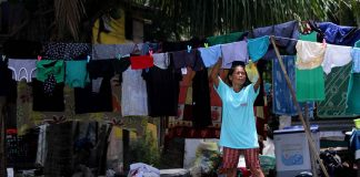 OPPORTUNITY. A resident takes advantage of the warm weather to dry clothes at a community in Times Beach, Davao City which will be affected by the planned 18-kilometer coastal road project. LEAN DAVAL JR.