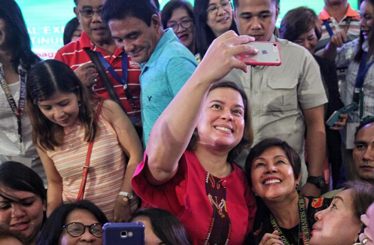 """PERFECT HOST. Davao City Mayor Sara Duterte-Carpio obliges to hundreds of """"selfie"""" requests from the participants of the 3rd Quarterly National Executive Officers and National Board Meeting of the Philippine Councilors League 2017 at SMX Convention Center in Lanang, Davao City on Tuesday. The mayor was the guest of honor during the last day of the gathering. LEAN DAVAL JR."""