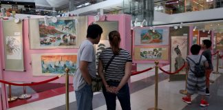 FAMILY ART EXHIBIT. Mall goers check out the works of renowned Chan Lim Family of Artists on display at the atrium of SM Lanang Premier on Saturday. LEAN DAVAL JR.