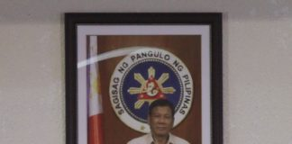 PULONG DUTERTE. Davao City Vice Mayor Paolo Duterte sings the national anthem while standing in front of an official photo of President Duterte before the start of the State of the City Address of Mayor Sara Duterte-Carpio at Sangguniang Panlungsod session hall on Tuesday. LEAN DAVAL JR.