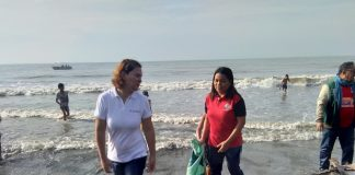 SHOWING THE WAY. Davao City Mayor Sara Z. Duterte-Carpio leads the Coastal Clean-up drive initiated by the City Government on Saturday at the coastline of Times Beach, Barangay 76-A in Davao City. ARMANDO B. FENEQUITO JR.