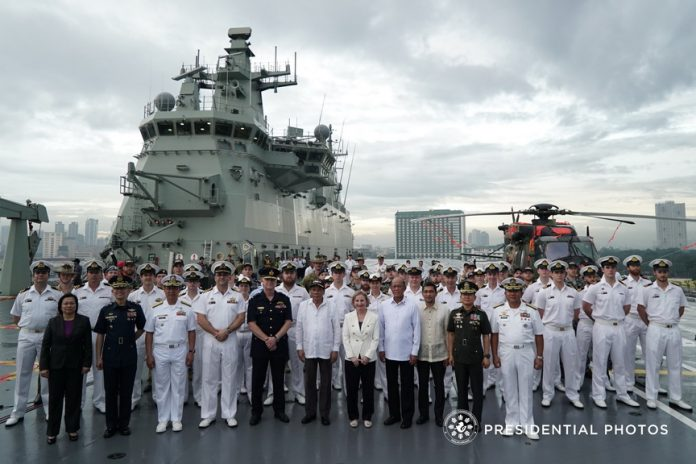 President Rodrigo Roa Duterte poses for a photo with Her Majesty's Australian Ship (HMAS) Adelaide Captain Jonathan Earley, Australian Embassy Manila Assistant Defence Attache Lt. Col. Gideon Scrimgeour, Australian Ambassador to the Philippines Amanda Gorely, Defense Secretary Delfin Lorenzana, and Armed Forces of the Philippines Chief of Staff General Eduardo Año during the President's tour aboard the Australian Navy's largest vessel which is docked at the Port of Manila on October 10, 2017. KING RODRIGUEZ/PRESIDENTIAL PHOTO
