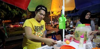 STREET FAVORITE. A vendor selling street food prepares to cook 'kwek-kwek' at his stall at the Roxas Night market in Davao City on Monday evening. Lean Daval Jr.
