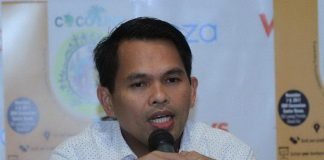LOCAL TAXI APP. Lawyer Roger Largo, president of the Davao Metro Taxi Operators Association, reveals the association will roll out sometime in December a taxi hailing app similar to that of Grab and Uber in Davao. This is in answer to the challenge of Mayor Sara D. Carpio for local operators to improve their service in exchange for the local government unit's opposition to the entry of Uber and expanded Grab operation as this will just worsen the traffic situation in the city. Largo is also the newly inducted president of the Davao City chapter of the Integrated Bar of the Philippines. LEAN DAVAL JR.