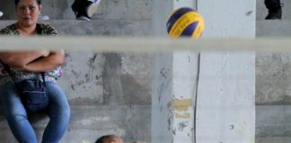 POWER SERVE. Unit 6 spiker Rina Glenne Escandor of Ateneo de Davao University serves against Unit 2 during the recent DCAA 2017 girls elementary volleyball competitions at the DCNHS Gym. Lean Daval Jr.
