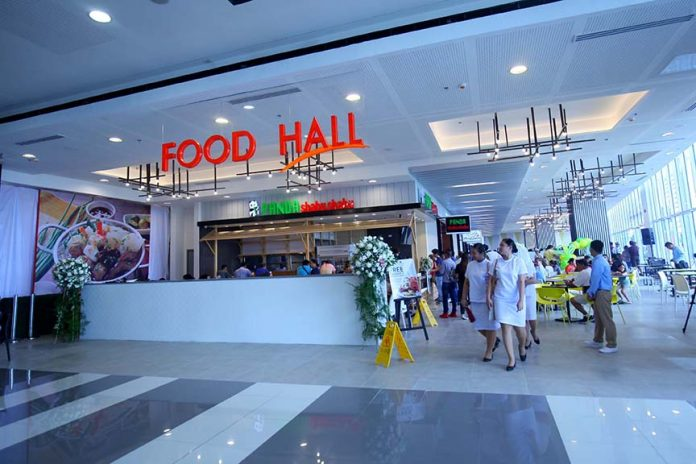FOOD GALORE. Mall goers check out the newly-opened food court of SM Lanang Premier named Food Hall at the north wing of the mall which is home to 10 food concepts over the weekend. Lean Daval Jr. GALORE