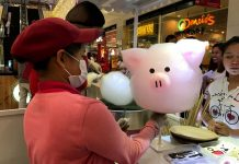 BRISK BUSINESS. A sales attendant puts on the design on a large cotton candy while customers wait at a Korean cotton candy shop at SM City Davao on Saturday. LEAN DAVAL JR.