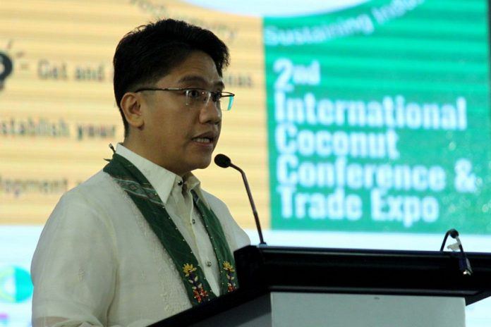 HIGHER GOAL. Davao Region Coconut Industry Cluster, Inc. (DRCICI) chair Bonifacio Fernandez delivers his welcome speech and gives the rationale of the conference before the participants of the two-day Cocolink: 2nd International Coconut Conference at SMX Convention Center in Lanang, Davao City on Tuesday. LEAN DAVAL JR.