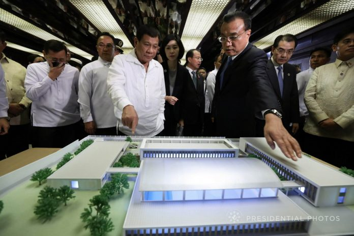 JOINT VENTURE. President Rodrigo Duterte and People's Republic of China State Council Premier Li Keqiang examine the scale model of the Dangerous Drugs Abuse Treatment Rehabilitation Center Project during the launching ceremony at the Malacañan Palace on Wednesday. PRESIDENTIAL PHOTO