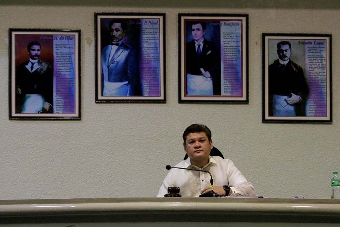 NEW FEATURE. Images of National Heroes are seen behind Davao City Vice Mayor Paolo Duterte as he presides over the regular session at the session hall of SangguniangPanlungsod on Tuesday. Earlier this year, President Duterte issued an order to prohibit the display of his framed photos in all government offices and replace them with the portraits of heroes instead. LEAN DAVAL JR.